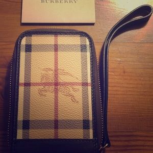 Gently Used Burberry Wristlet/Wallet 🥰